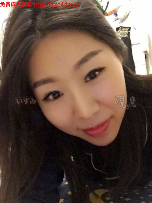 性感漂亮的牛仔短裤深圳小姐姐KTV唱歌喝多后被朋友带到酒店手脚绑在床上尽情啪啪拍摄.国语